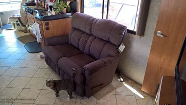 Click image for larger version  Name:new loveseat -2.jpg Views:66 Size:210.5 KB ID:170851