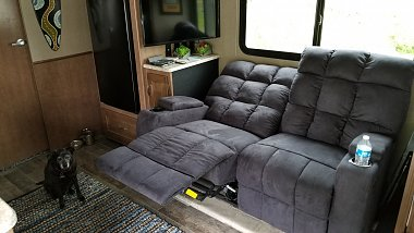 Click image for larger version  Name:couch.jpg Views:52 Size:208.0 KB ID:172130