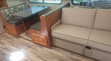 Click image for larger version  Name:Dinette couch.jpg Views:4 Size:165.8 KB ID:172177