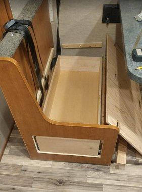 Click image for larger version  Name:dinette seat.jpg Views:41 Size:185.2 KB ID:172181