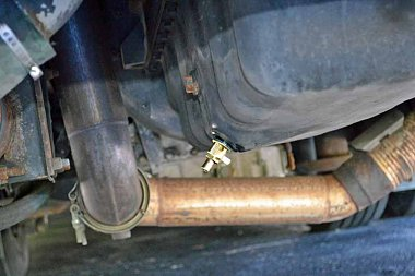 Click image for larger version  Name:1997-Americian-Dream-Web-site-page-oil-change-DSC_8610.jpg Views:10 Size:50.4 KB ID:175026