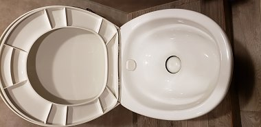 Click image for larger version  Name:Toilet.jpg Views:25 Size:112.7 KB ID:175491