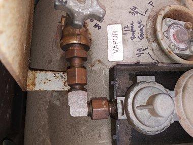 Click image for larger version  Name:propane tank set up to regulator.jpg Views:12 Size:288.3 KB ID:176013