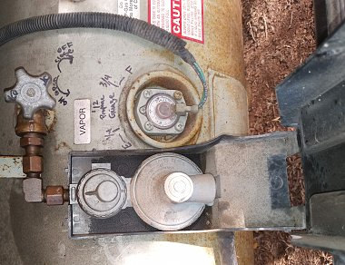 Click image for larger version  Name:my propane tank regulator rotated.jpg Views:14 Size:396.1 KB ID:176038