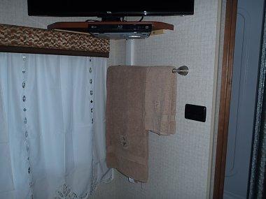 Click image for larger version  Name:motor home towel bar 005.jpg Views:188 Size:182.6 KB ID:81908